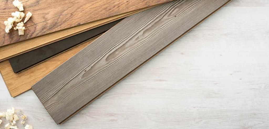 ¿Dudas entre poner madera natural o artificial en tu hogar? En Alex te descubrimos las 3 diferencias principales entre estas dos variedades.