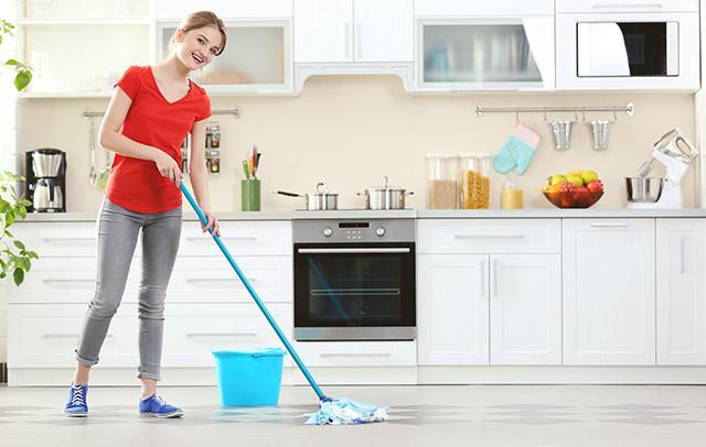 Si tu suelo es de baldosas y no sabes que cuidados específicos necesita, entra y descubre cómo dejar el suelo de baldosas como nuevo en muy poco tiempo.